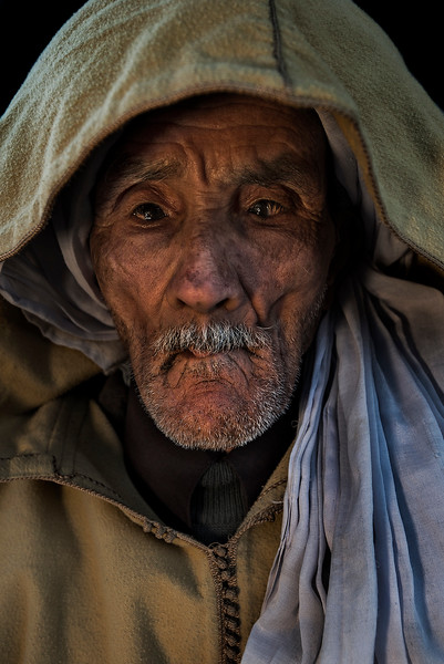 Portrait of a man in the town of Hassilabied, in the south of the country at the foot of the Erg Chebbi sand dunes.  Hassilabied, Morocco, 2018.