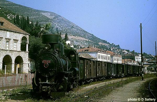 83-166 Dubrovnik freight train.jpg