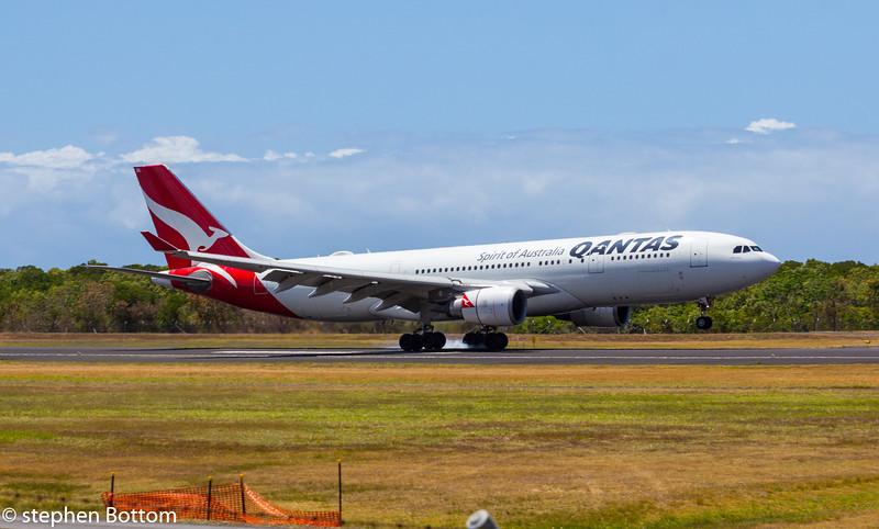 VH-EBL QANTAS A330-200
