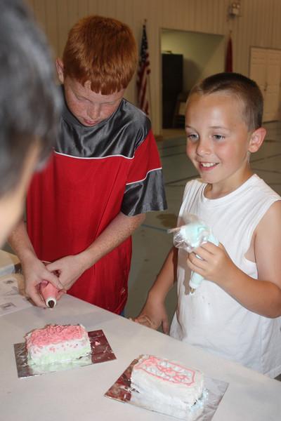 Mid-Week Adventures - Cake Decorating -  6-8-2011 147.JPG