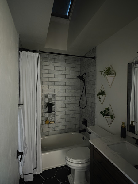 Denver_Bathroom_Angle2_BlindsClosed.jpg