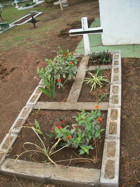 EscazuCentro_Cemetery2Flowers1.jpg