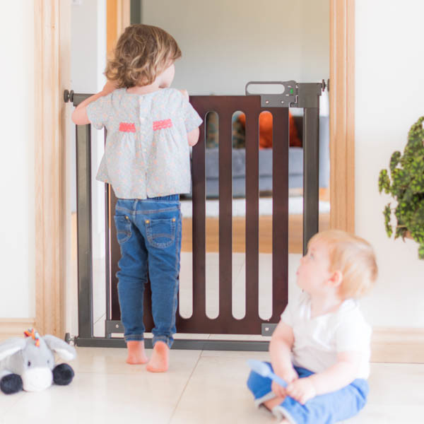 Fred_Stairgates_Pressure_Wooden_Gate_Lifestyle_boy_playing_2.jpg
