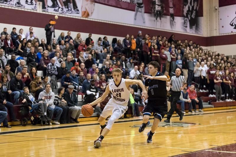 LMHS_boys_Basketball_vs_CBS-16.jpg