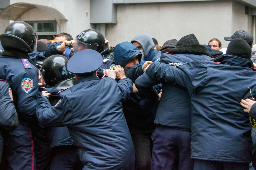 . Ukrainian policemen try to stop pro-Russian protesters from storming the regional government building in the eastern Ukrainian city of Kharkiv on April 13, 2014. Ukraine\'s acting president accused Russia of waging war in his country\'s eastern belt as fresh clashes left at least two dead and led the United Nations Security Council to announce emergency talks late on April 13. The heavily Russified region has been riven by unrest since pro-Western leaders rose to power in February on the back of bloody protests against the old regime\'s decision to reject an EU alliance and turn towards Moscow.    AFP PHOTO/ SERGEY BOBOK