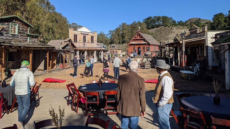 Guests migrate toward Chapel