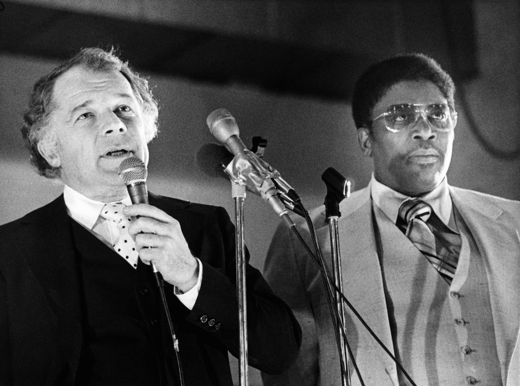 . The feature event of Monday at the Massachusetts Correctional Institution at Norfolk, Mass. on April 3, 1978 was a blues concert by singer/guitarist B.B. King, right, but also a big hit was Boston attorney F. Lee Bailey, left, who answered questions from a packed auditorium of inmates. (AP Photo)