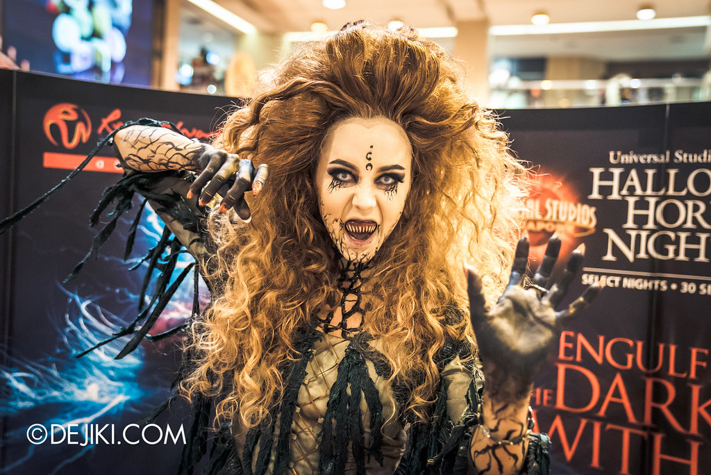 Universal Studios Singapore - Halloween Horror Nights 6 Before Dark Day Photo Report 1 - Salem Witch House / Augusta the Witch action