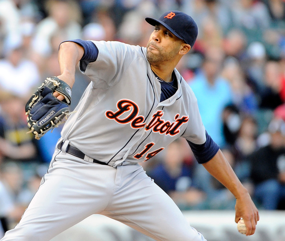 . Detroit Tigers starting pitcher David Price throws against the Chicago White Sox during the first inning of a baseball game, Saturday, June 6, 2015, in Chicago. (AP Photo/David Banks)