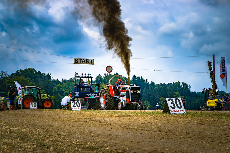Tractor Pulling 2015-02228.jpg