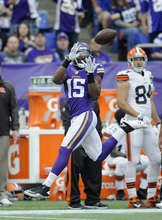 . Greg Jennings #15 of the Minnesota Vikings makes a catch during the first quarter of the game against the Cleveland Browns on September 22, 2013 at Mall of America Field at the Hubert H. Humphrey Metrodome in Minneapolis, Minnesota. (Photo by Hannah Foslien/Getty Images)