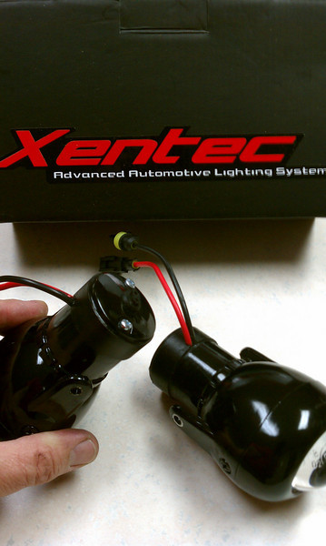 Hella Optilux 1100 fog lights fitted with Xentec 5000k HID bulbs and pvc case extensions