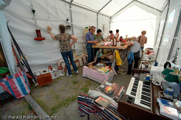 Efjorddagene på Skarstad mens det ennå var noe liv igjen i samfunnet. Loppemarked i eget telt.