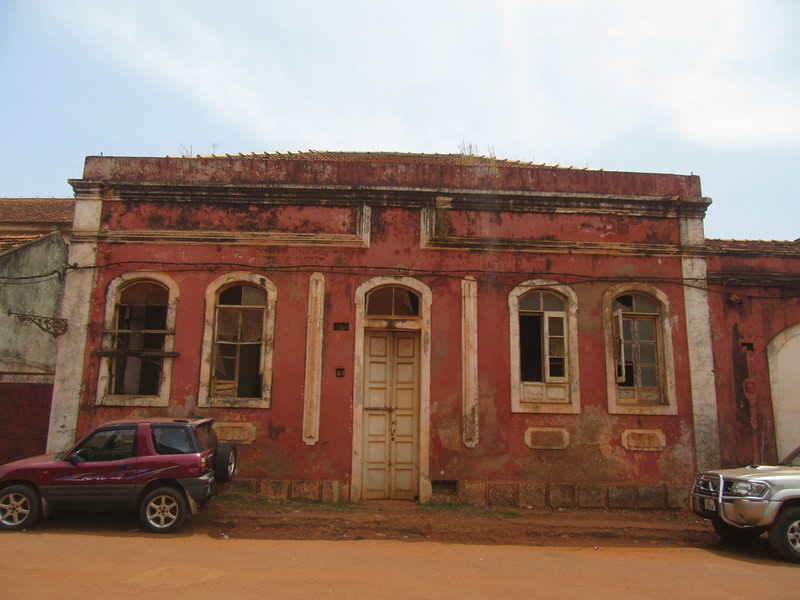 045_Guinea-Bissau. Bissau Velho (The Old Colonial Center). UNESCO. A stretch of narrow alleyways and derelict buildings.JPG
