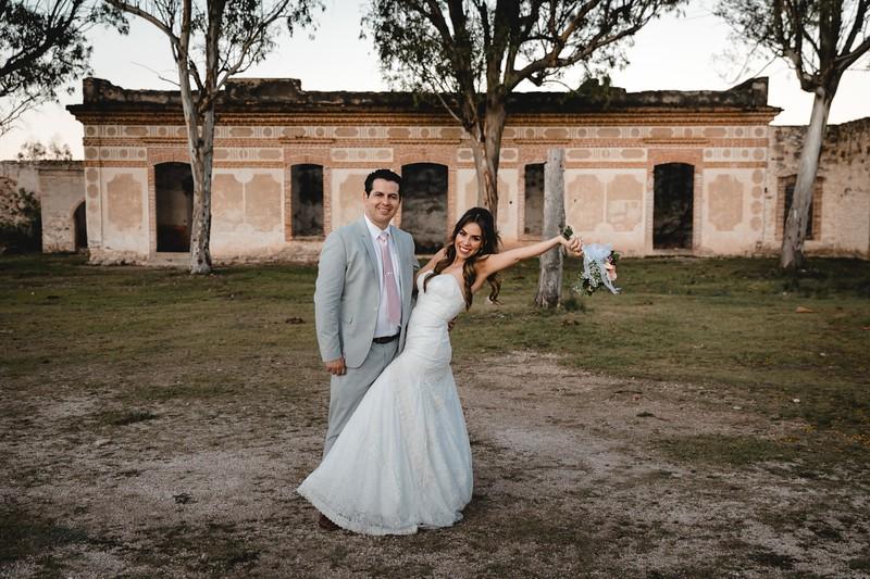 P&H Trash the Dress (Mineral de Pozos, Guanajuato )-116.jpg