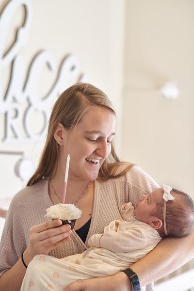 Alice Lauren 1 month cupcake.jpg