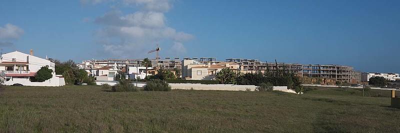 Galé, Albufeira : where the money ran out !