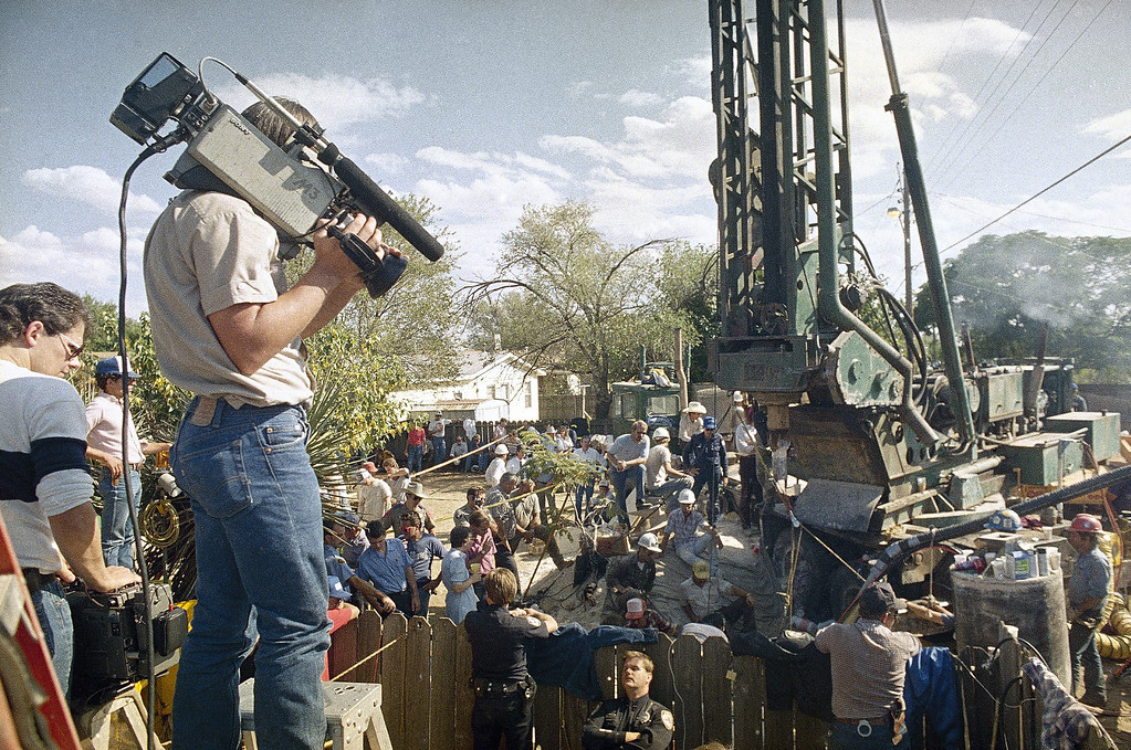 . View of the rescue operation and news media during which Midlanders were trying to save Jessica McClure from the water well into which she had fallen in Midland, Texas, Oct. 1987. (AP Photo)