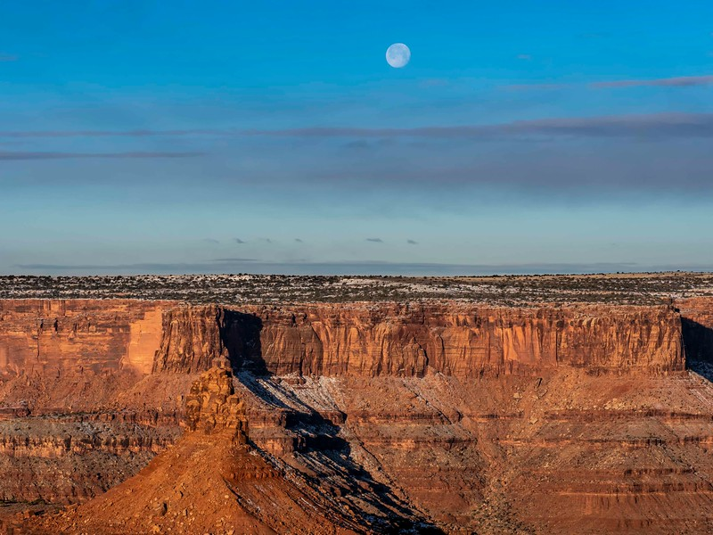 Moonset_Canyonlands