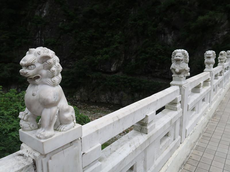 IMG_8886-bridge-ornaments.JPG