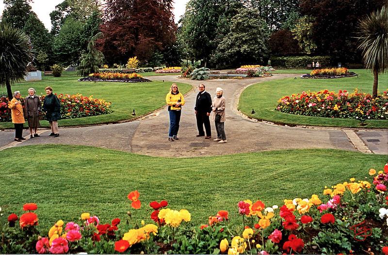 Avranches 2002 - Jardin des Plantes - Judy, Papa, et Maman