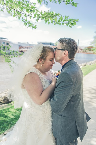 Beloit-WI-Ironworks-hotel-Wedding-Photographere_m_76.jpg
