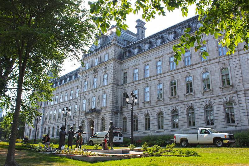 QuebecCity-Parliament03.JPG