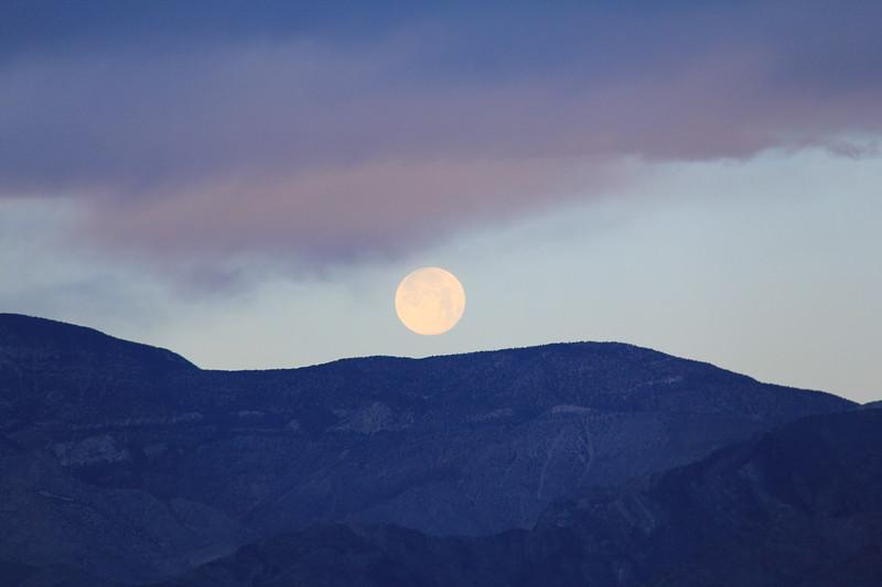 20190519-19-SoCalRCTour-Zabriskie Point Moonset-DeathValleyNP.JPG