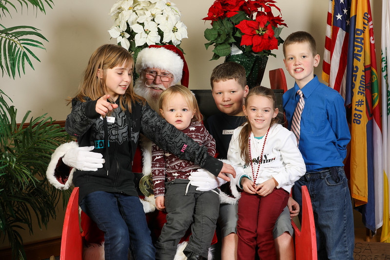 TBTP 2019 Photos with Santa-16.JPG