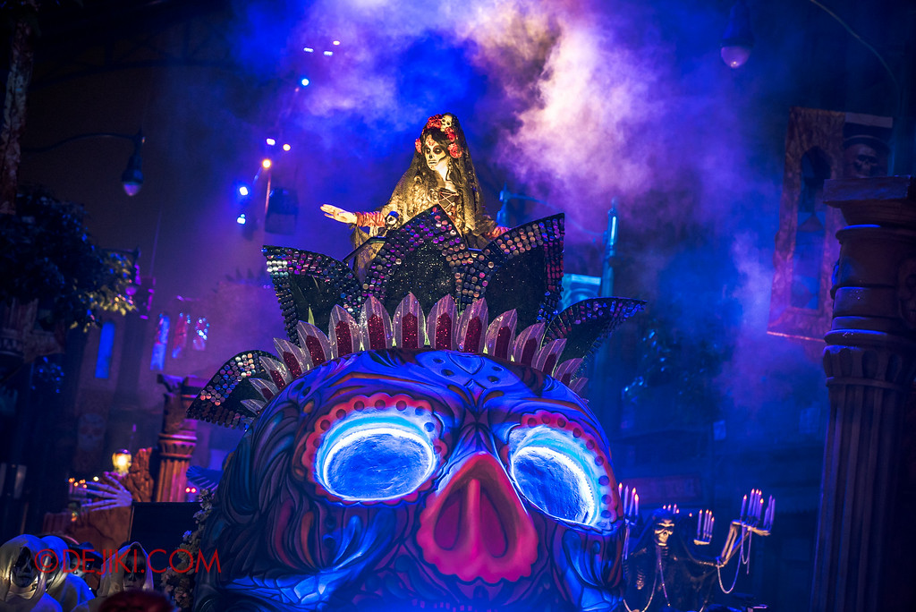 Halloween Horror Nights 6 - March of the Dead / Death March - Lady Death arrives on a sugar skull