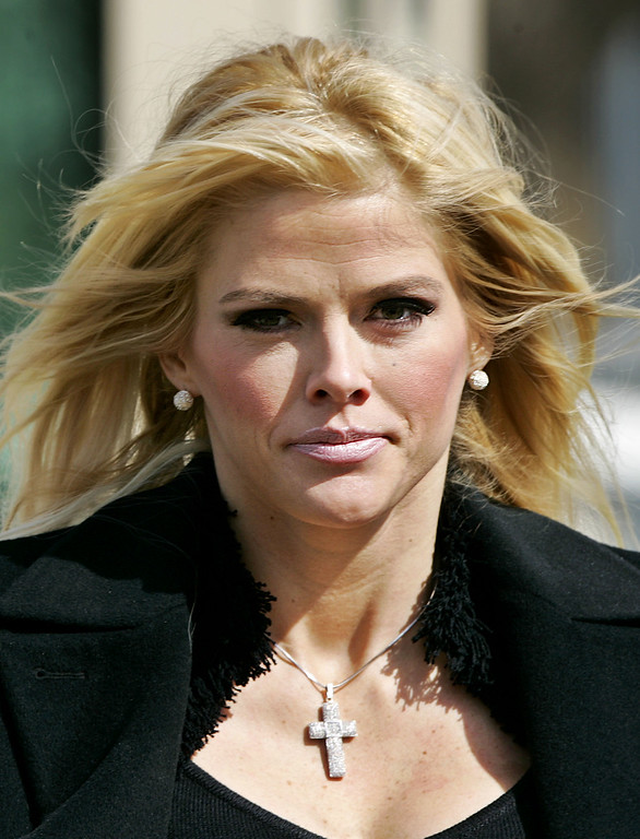 . FILE - In this Feb. 28, 2006 file photo, Anna Nicole Smith, leaves the U.S. Supreme Court in Washington. A doctor for Smith says the late Playboy model had chronic pain syndrome that was a challenge to treat because she was addicted to prescription drugs. Dr. Victor Kovner testified for a second day on Wednesday, Aug. 11, 2010 in the Los Angeles trial of two other doctors and Smith\'s boyfriend. (AP Photo/Manuel Balce Ceneta, File)