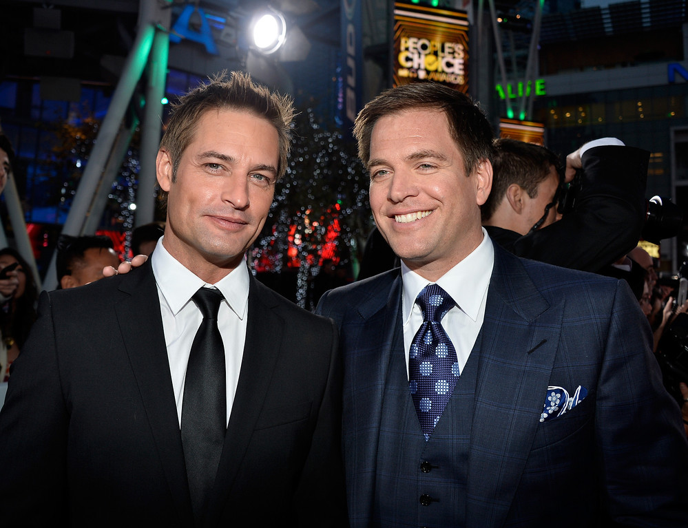 . LOS ANGELES, CA - JANUARY 08:  Actors Josh Holloway (L) and Michael Weatherly attend The 40th Annual People\'s Choice Awards at Nokia Theatre L.A. Live on January 8, 2014 in Los Angeles, California.  (Photo by Frazer Harrison/Getty Images for The People\'s Choice Awards)