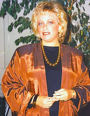 I LOVE Copper - whether I'm decorating with it or wearing it!!!   (Ahhhh the bad bottle blonde/bouffant hair days!! This would be around 1983-1984 or so - around age 26-27 in my San Francisco days [I wish I knew whatever happened to that jacket as I SOOOO LOVED it & I STILL LOVE copper!!])