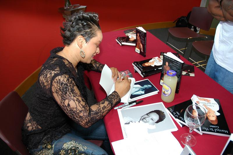 Lydia Harris Book signing 009.jpg