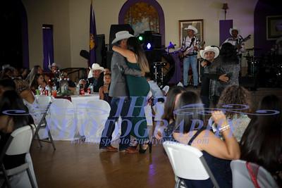All Guest Dances/Todos los invitados bailando