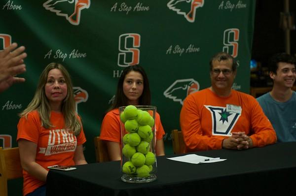 Valeria Montero signing