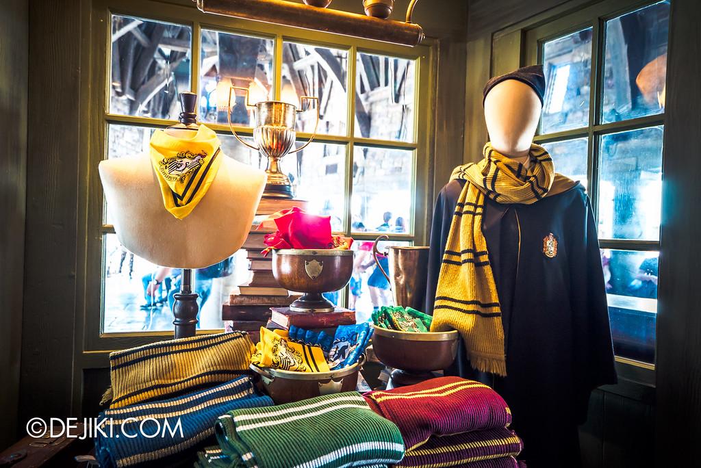 Universal Studios Japan - The Wizarding World of Harry Potter - Hogsmeade Dervish & Banges, Hogwarts scarves and bandanas