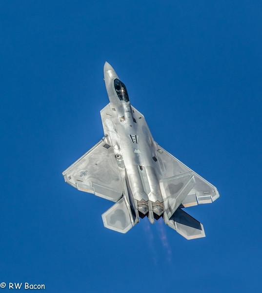 F-22 Raptor Climbing.jpg