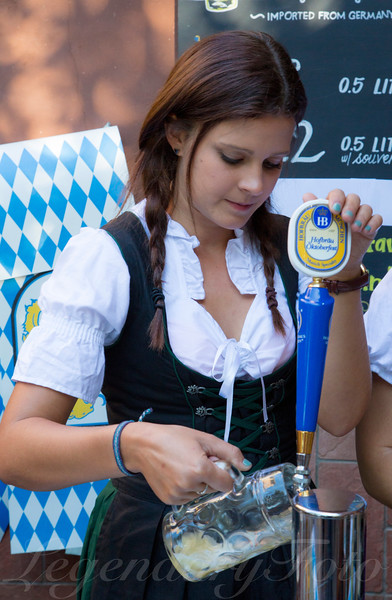 Victoria pours a beer