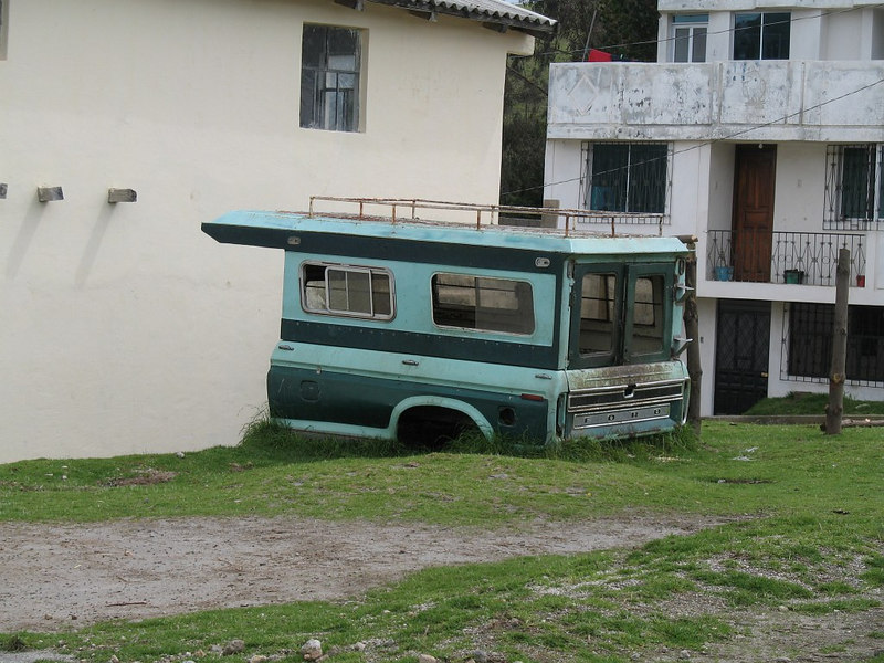 "2006-12-29_12565 first ""motor home"" I've seen in Ecuador das erste ""Wohnmobil"", was ich bisjetzt in Ecuador gesehen habe la primera carro caravana he visto en Ecuador"