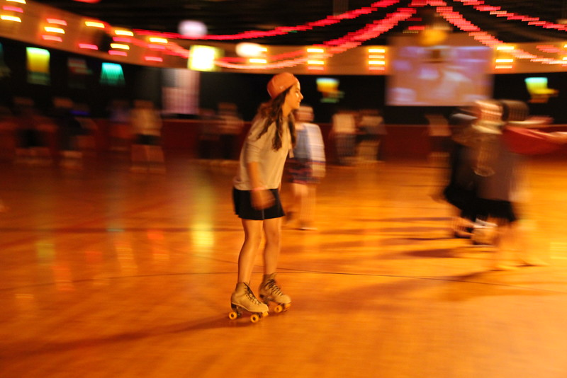 kars4kids_thezone_camp_GirlDivsion_trips_RollerSkating (24).JPG