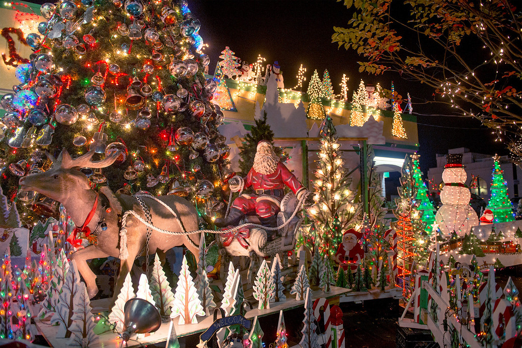 . Rick\'s Drive-in Christmas lights at Greenleaf Avenue and Penn Street in Whittier, Calif. Dec. 18, 2013.   (Staff photo by Leo Jarzomb/Whittier Daily News)
