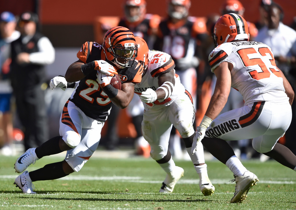 . Cincinnati Bengals running back Giovani Bernard (25) runs after a catch in the second half of an NFL football game against the Cleveland Browns, Sunday, Oct. 1, 2017, in Cleveland. (AP Photo/David Richard)