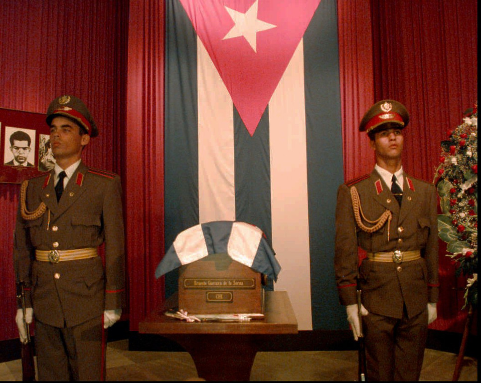 ". Honor guards stand next to the  remains of revolutionary hero Guevara ""Che\"" Guevara Saturday, Oct. 11, 1997, in Havana, Cuba, at the Plaza of the Revolution. The remains will be on display in Havana until Oct. 14 when they will be taken to Santa Clara in a caravan and entombed in a mausoleum there on Oct 17. Guevara was killed in Bolivia 30 years ago. (AP Photo/Joe Cavaretta)"