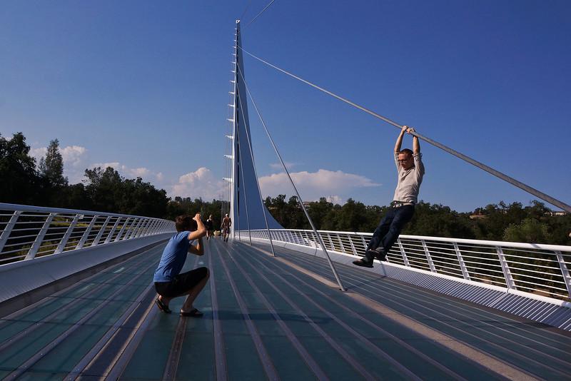 Sundial bridge 2944 .jpg