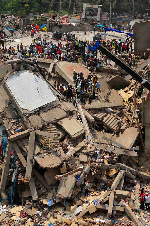 . Rescue workers continue their operations at collapsed Rana Plaza building in Savar, 30 km (19 miles) outside Dhaka April 25, 2013. REUTERS/Stringer