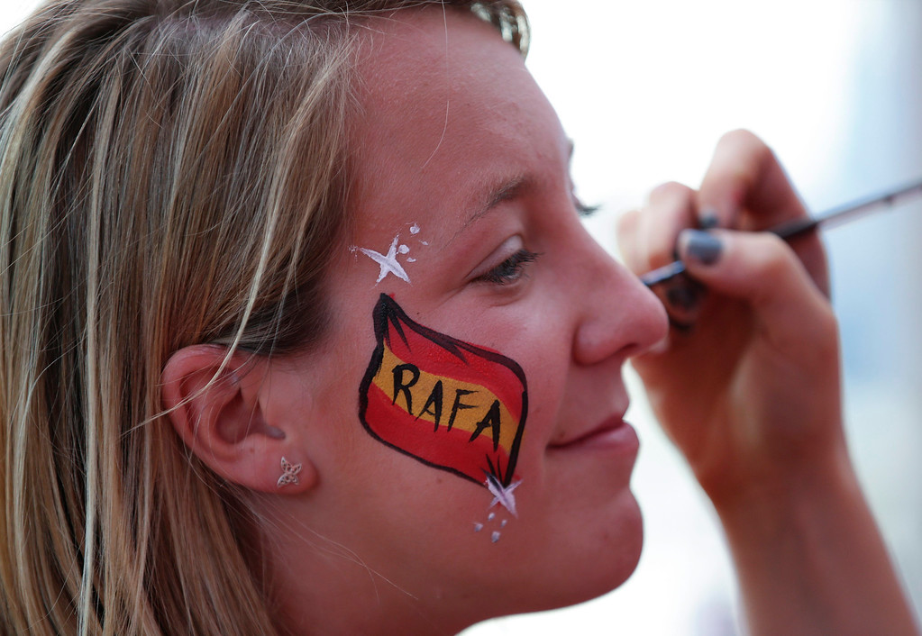 . A fan of Rafal Nadal of Spain paints her face ahead of the final match against Stanislas Wawrinka in Australian Open Grand Slam tennis tournament in Melbourne, Australia, 26 January 2014.  EPA/NARENDRA SHRESTHA