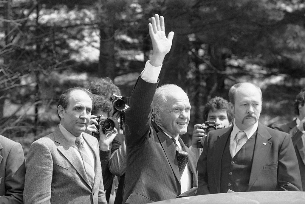 . Ohio Sen. John Glenn waves to the crowd on Thursday, April 21, 1983 after a reception at Muskingum College in New Concord, Ohio, his hometown. Glenn announced his candidacy for the Democratic presidential nomination earlier in the day. (AP Photo/Mark Duncan)