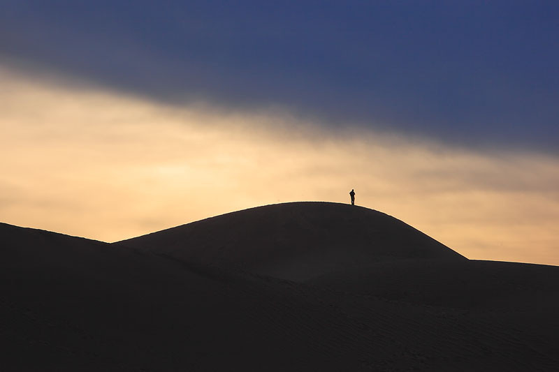 Death_Valley_Dune_Walker_6860.jpg