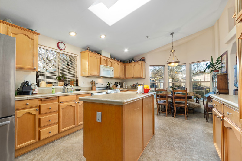 9184 Birch 15 Kitchen.jpg